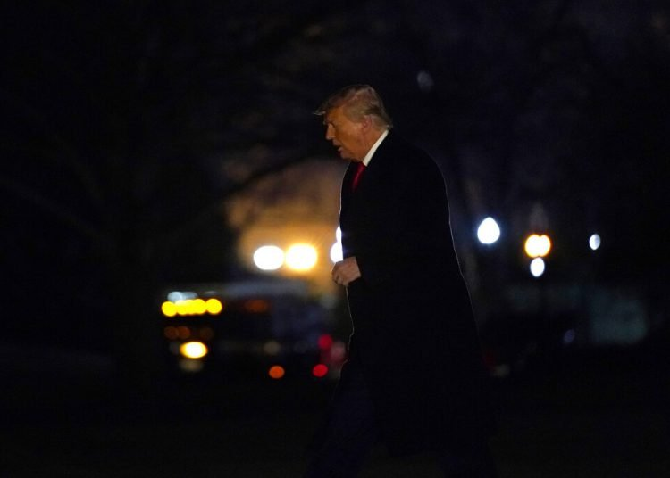El presidente Donald Trump llega a la Casa Blanca, el martes 12 de enero de 2021, en Washington. Foto: AP/Gerald Herbert.