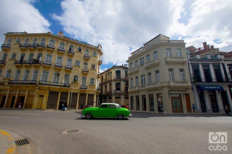 La Avenida de Bélgica, en el tramo conocido como calle Monserrate, en La Habana. Foto: Otmaro Rodríguez.