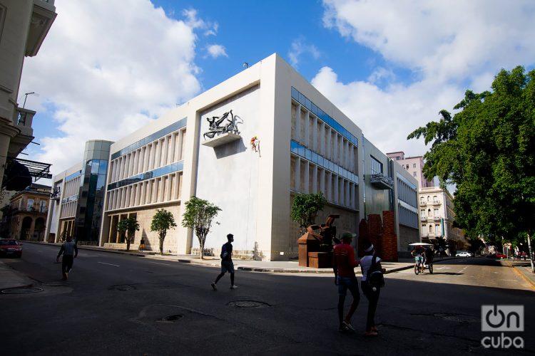Edificio de arte cubano del Museo Nacional de Bellas Artes, en el entorno de la calle Monserrate, en La Habana. Foto: Otmaro Rodríguez.