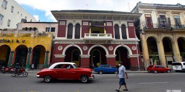 Sede de la Asociación Canaria, en la calle Monserrate, o Avenida de Bélgica, en La Habana. Foto: Otmaro Rodríguez.