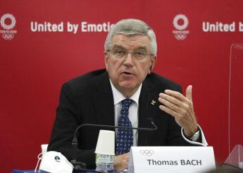 En esta foto del 16 de noviembre de 2020, Thomas Bach, presidente del Comité Olímpico Internacional, habla en una conferencia de prensa en Tokio. Foto: DuXiaoyi via AP/ Archivo.