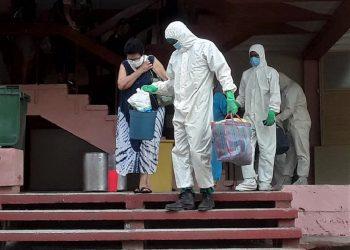 Pacientes salen de alta, en el centro para casos confirmados ubicado en la Filial de Ciencias Médicas de Guantánamo. Foto: facebook.com/PVenceremos/