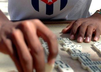 El dominó, un juego muy popular entre los cubanos. Foto: Kaloian Santos.