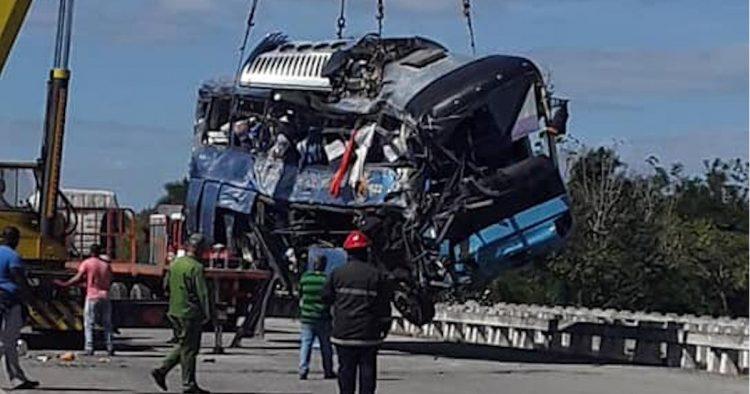 El accidente del pasado 30 de enero en la Autopista Nacional ya ha dejado un saldo de 12 fallecidos. Foto: La Demajagua.