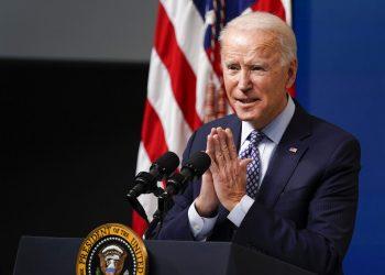 El presidente Joe Biden habla durante un evento en la Casa Blanca, en Washington, el jueves 25 de febrero de 2021. (AP Foto/Evan Vucci)