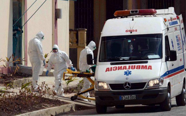 Trabajadores de la salud en un hospital de Camagüey. Foto: Agencia Cubana de Prensa (ACN).