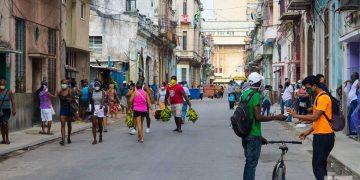 Una calle de Centro Habana. Foto: Otmaro Rodríguez.