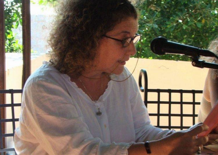 La poeta Charo Guerra, ganadora del premio Julián del Casal. Foto: Leyla Leyva, cortesía de la entrevistada.