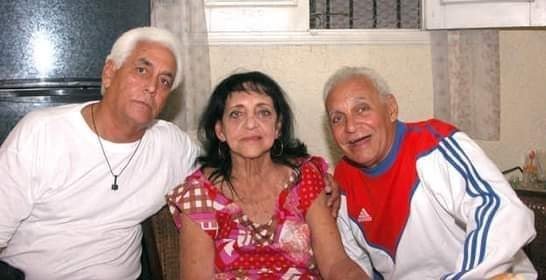 Raúl López (izquierda) junto a su madre y hermano. Foto: Cortesía de Ricardo López Hevia.