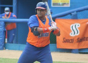 Frederich Cepeda es el pelotero cubano activo de mejores números en Series Nacionales. Foto: Roque Díaz.