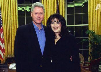 Bill Clinton y Monica Lewinsky en la Oficina Oval. Foto: ABC News.