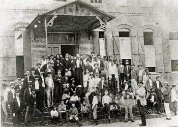 Martí con los tabaqueros de Ybor City, Tampa. Foto: Archivo.