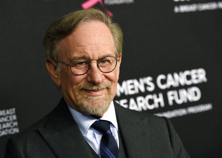 Steven Spielberg en una la gala benéfica en Beverly Hills, California. El laureado director recibirá el Premio Génesis 2021, de Israel, en reconocimiento a sus contribuciones al cine, su trabajo filantrópico y sus esfuerzos para preservar la memoria del Holocausto, anunciaron hoy miércoles los organizadores. Foto: Chris Pizzello/Invision/AP.