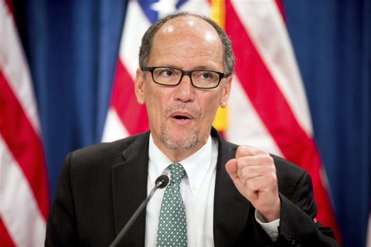 El demócrata Tom Pérez en una rueda de prensa en abril del año pasado en Washington DC. Foto: Andrew Harnik / AP / Archivo.