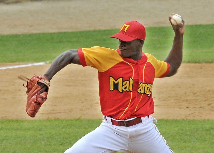El lanzador Yoanni Yera. Foto: OnCuba.