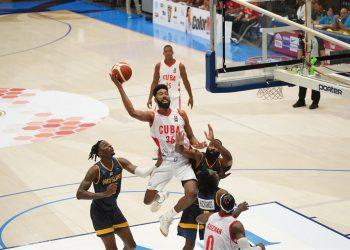 La selección cubana enfrentándose a la de Islas Vírgenes estadounidenses, en la primera vuelta de la primera ventana clasificatoria a la Copa América 2021. Foto: fiba.basketball