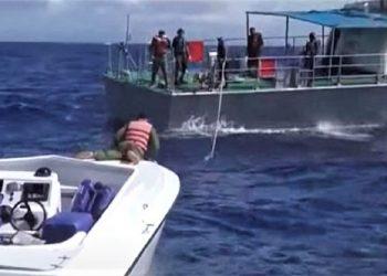 Guardafronteras de Cuba capturan lancha rápida a ocho millas al noreste de Punta del Fraile. Foto: captura de pantalla del reporte realizado por Canal Caribe, vía juventudrebelde.cu