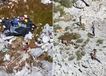 Fotos aéreas de tres cubanos que fueron rescatados de una isla deshabitada de Bahamas por la Guardia Costera de EE.UU. Foto: @CNNEE / Twitter.