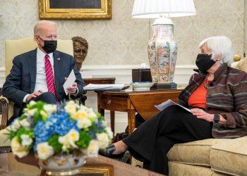 La Secretaria del Tesoro, Janet Yellen, junto al presidente de EE.UU., Joe Biden, en la Casa Blanca. Foto: Shaw Thew / EFE / Archivo.
