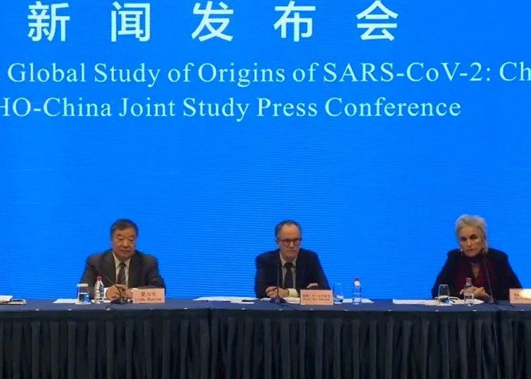 Foto: Comparecencia de prensa de los responsables de la misión de la organización que ha investigado el origen de la COVID-19 en Wuhan, China. Foto: WHO HANDOUT/ EFE/EPA.