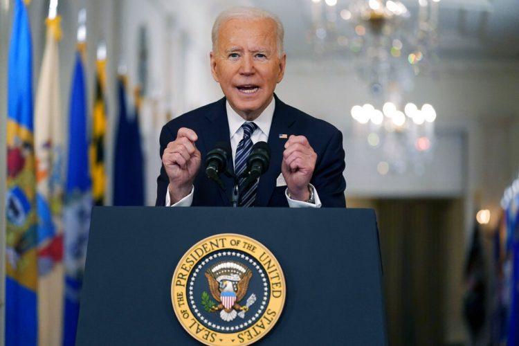 El presidente Joe Biden habla acerca de la pandemia de COVID-19 durante un discurso el jueves 11 de marzo de 2021 desde la Sala Este de la Casa Blanca. Foto  Andrew Harnik/AP.