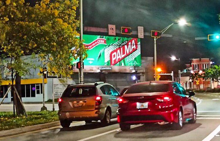 Valla publicitaria de la cerveza Palma en Miami, Florida. Foto: cubadebate.cu