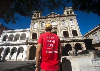 José Enrique González, Pepe, guía de free tour con uno de los recorridos más populares de esta modalidad turística en La Habana. Foto: Otmaro Rodríguez.