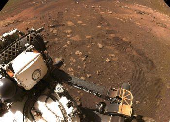 Esta fotografía de la NASA fue tomada durante la primera prueba de desplazamiento de la sonda rodante Perseverance en Marte el jueves 4 de marzo de 2021. Foto: NASA/JPL-Caltech vía AP.
