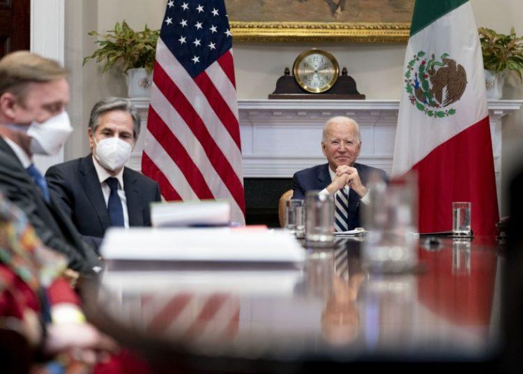 El presidente Biden con el asesor de seguridad nacional, Jake Sullivan, y el secretario de Estado Antony J. Blinken durante una videoconferencia hoy lunes con el presidente mexicano Andrés Manuel López Obrador. Foto: Andrew Harnik /AP.