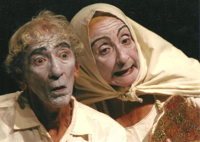 """Dagoberto Gaínza junto a Nancy Campos en la obra """"Dos viejos pánicos"""". Foto: Radio Rebelde / Archivo."""