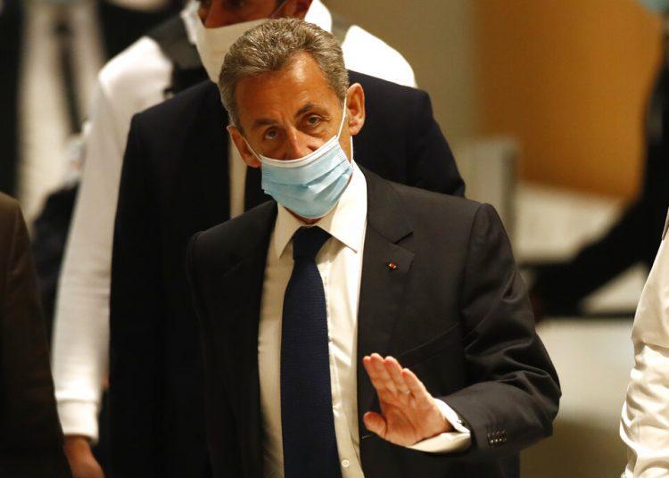 El expresidente francés Nicolas Sarkozy llega a una corte en París el lunes 1 de marzo de 2021 donde es procesado por un caso de corrupción. Foto: Michel Euler/Ap.