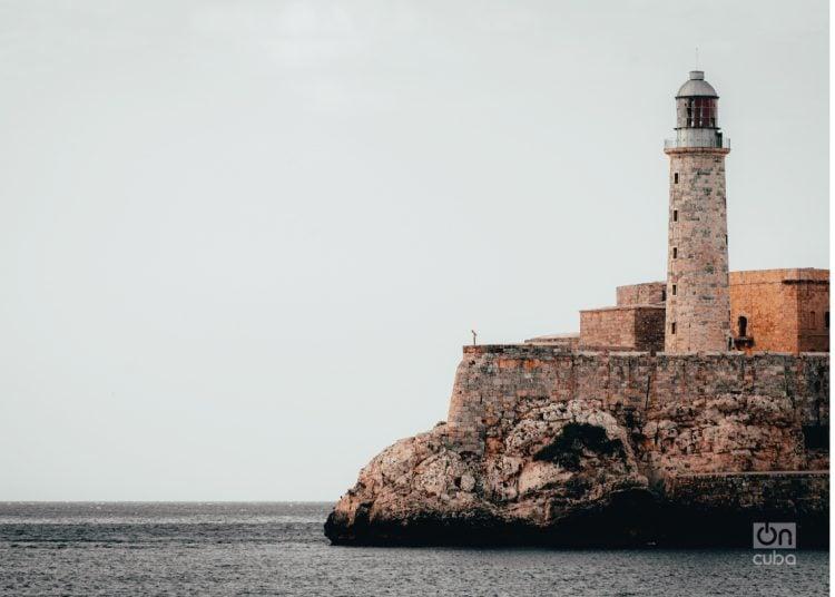 El faro del Castillo de los Tres Reyes del Morro, a la entrada de la bahía de La Habana. Foto: Randdy Fundora