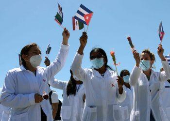"""La brigada del Contingente Internacional de Médicos Especializados en Situaciones de Desastre y Graves Epidemias """"Henry Reeve"""", que prestó ayuda en México. Foto: ACN/Marcelino Vázquez."""