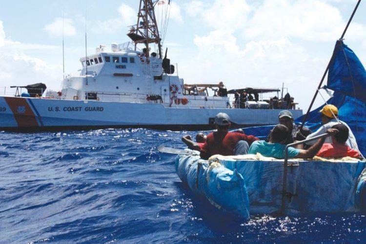 Imagen de archivo del Servicio Guardacostas de una operación de contrabando de cubanos hacia Estados Unidos. Foto: USCG / Archivo.