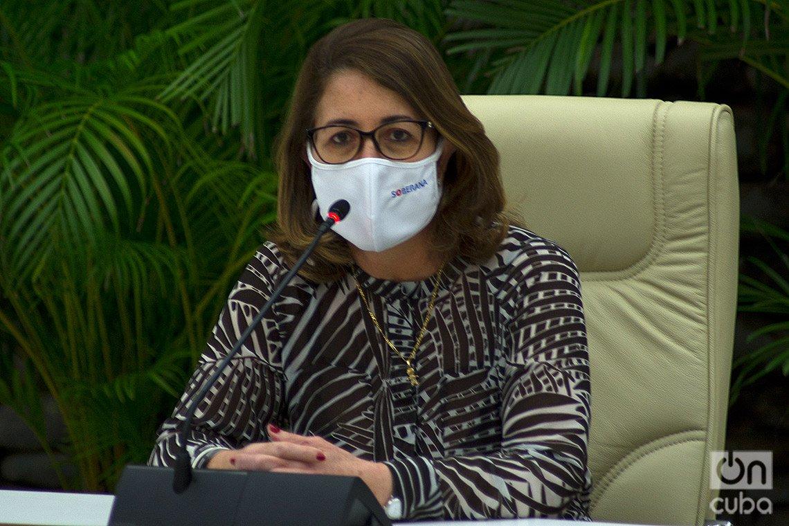 Maida Mauri, vicepresidenta primera del grupo empresarial BioCubaFarma, durante una conferencia de prensa sobre las vacunas cubanas contra la COVID-19, el 4 de marzo de 2021 en La Habana. Foto: Otmaro Rodríguez.