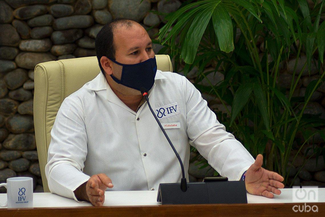 El Dr. Yury Valdés, director adjunto del Instituto Finlay de Vacunas, durante una conferencia de prensa sobre las vacunas cubanas contra la COVID-19, el 4 de marzo de 2021 en La Habana. Foto: Otmaro Rodríguez.