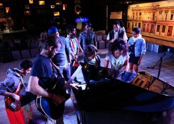 Varios músicos comparten experiencias en uno de los talleres del concurso Primera Base. Foto: sitio oficial del HWM