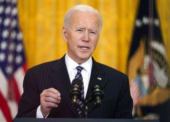 El presidente estadounidense Joe Biden habla sobre las vacunaciones del coronavirus en la Casa Blanca el jueves 18 de marzo del 2021. Foto: Andrew Harnik/AP.