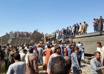 Una nueva tragedia ferroviaria en Egipto dejó este viernes al menos 19 muertos y más de 160 heridos en uno de los peores accidentes de tren de la última década en este país, donde son frecuentes los sucesos de este tipo debido al mal estado de la red y a la falta de sistemas de seguridad. Foto: Stringer/Efe