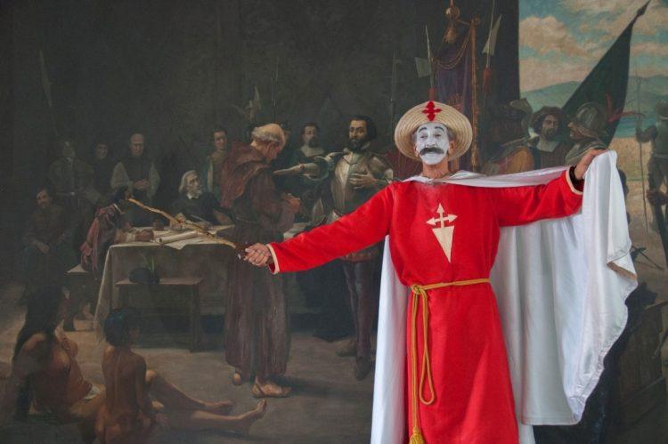 El experimentado actor y director Dagoberto Gaínza, Premio Nacional de Teatro 2021 en Cuba, encarnando al personaje de Santiago Apóstol. Foto: Sierra Maestra / Archivo.