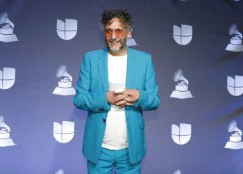El rockero argentino Fito Páez posa en la sala de prensa durante la ceremonia de los Latin Grammy, el 14 de noviembre de 2019 en Las Vegas. Foto: Eric Jamison/Invision/AP, Archivo.