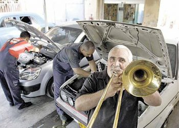 El fallecido músico cubano Hugo Morejón Gómez, quien fuera trombonista de la orquesta Los Van Van. Foto: @escalonaegrem / Twitter.