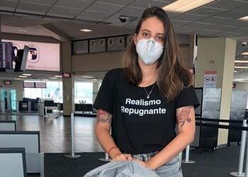 La joven periodista cubana Karla María Pérez González, varada en el Aeropuerto Internacional de Tocumen en Ciudad de Panamá, el 18 de marzo de 2021. Foto: El Mundo.