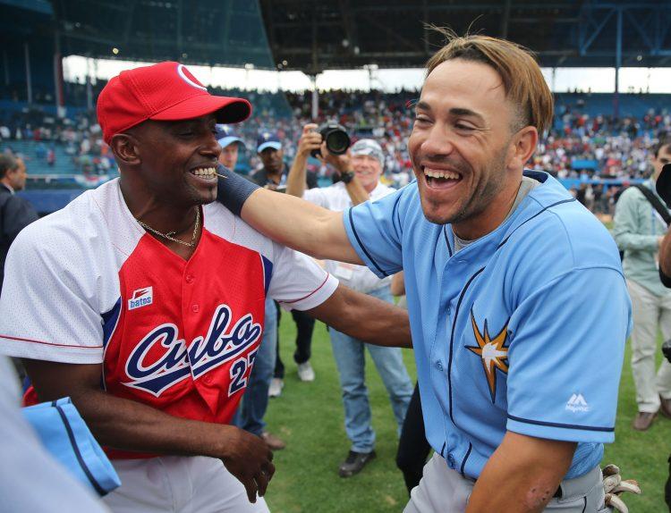 Tampa Bay Rays jugó en La Habana en el 2016, una oportunidad para que Dayron Varona se reencontrara con su familia y amigos...con Cuba. Foto: Joe Raedle/Getty Images.