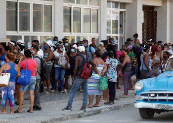 Las cifras del coronavirus en Cuba siguen siendo muy alarmantes. Foto: Yander Zamora/EFE.
