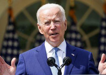 El presidente Joe Biden anunciando acciones ejecutivas sobre control del armas en el Jardín de las Rosas de la Casa Blanca. Foto: NBC News.