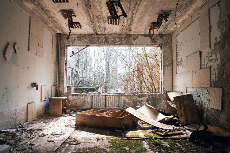 Un apartamento abandonado en Pripyat, cerca de la central nuclear de Chernobyl, en la Zona de Exclusión, Ucrania. Foto: New Statesman.