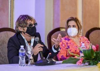 Jorge Luis Robaina, director artístico general del Festival San Remo Music Awards en La Habana, junto a Lis Cuesta, coordinadora del Comité de Eventos del Ministerio de Cultura. Foto: acn.cu