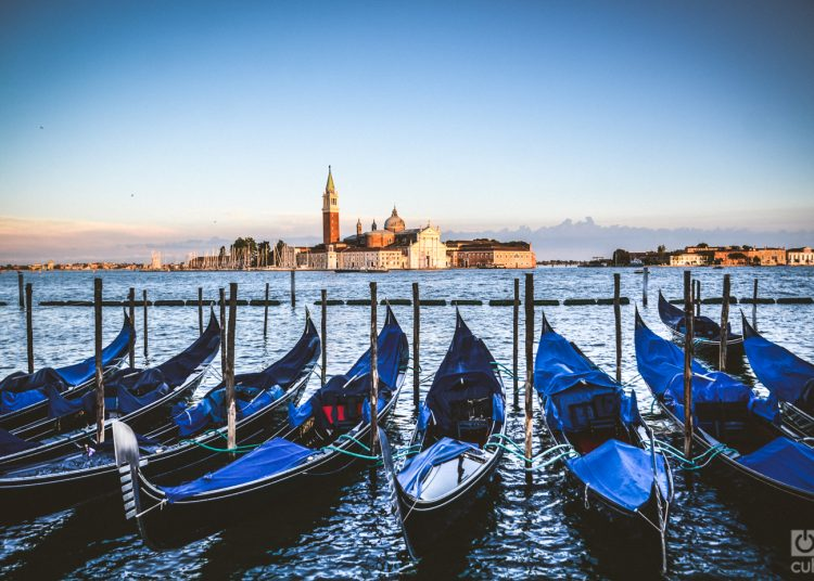 Estacionamiento de góndolas en Venecia. Foto: Kaloian Santos.