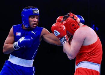 El cubano Jorge Luis Felimón se impuso a su rival polaco en la final del Campeonato Muncial Juvenil de Boxeo. Foto: @AIBA_Boxing/Twitter.